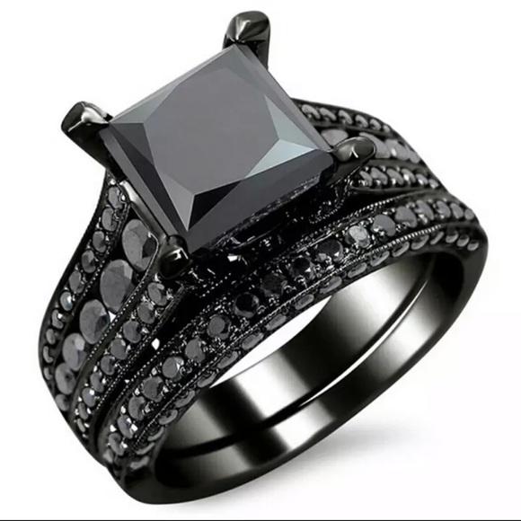 Jewelry - 18K Black sapphire gorgeous ring 💍